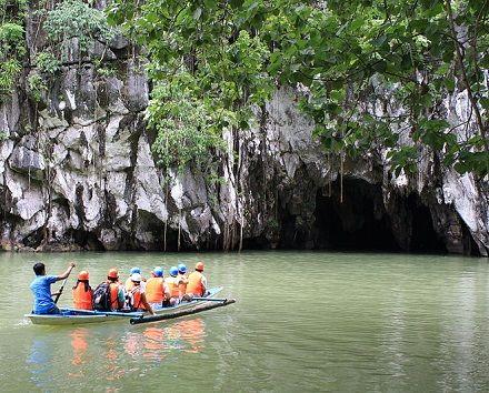 Puerto Princesa, nas Filipinas. Ali fica um rio subterrâneo. Recentemente cientistas descobriram que dentro da caverna do Puerto Princesa ficam várias cachoeiras.