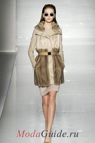 Пальто из кожи с отделкой из меха