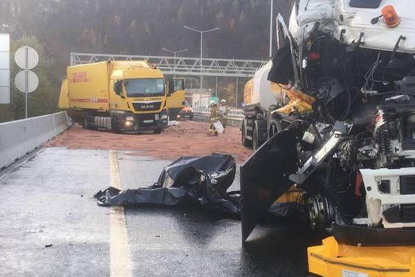 Plabutschtunnel nach Unfall bei Graz Nord voraussichtlich bis Mittag gesperrt - eine Fahrspur freigegeben