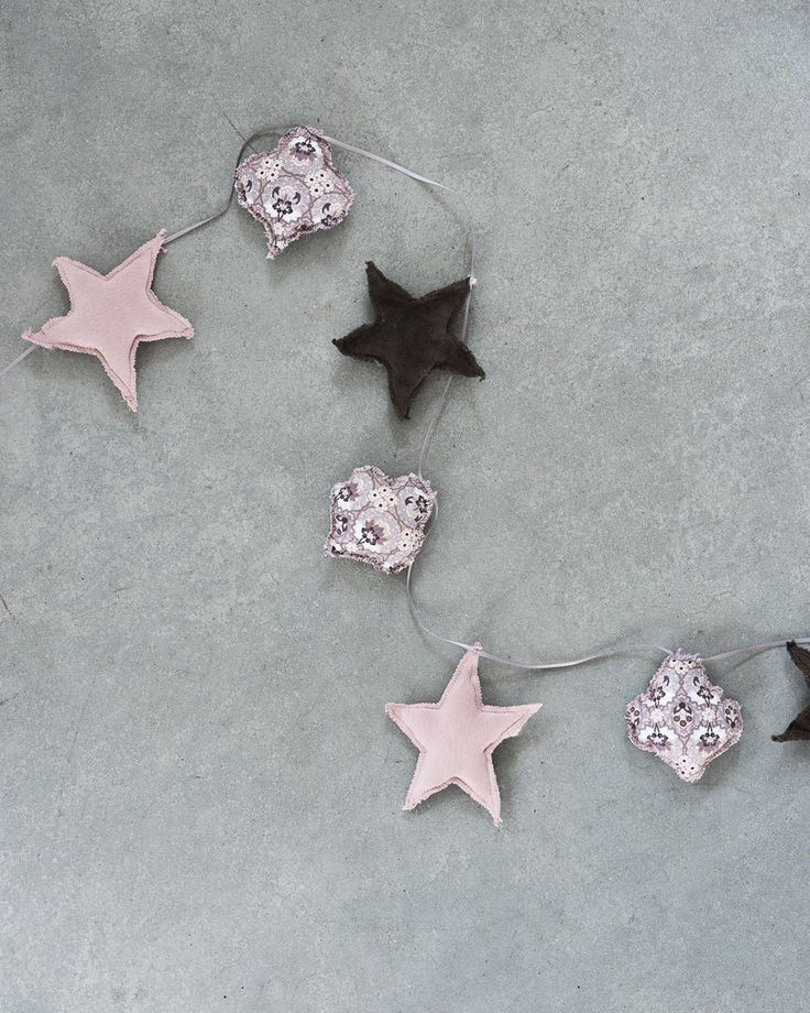 Dag 7: Girlang med stjärnor & julkulor / Garland with stars and christmas balls | Helena Nord
