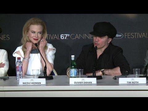 """Cannes 2014: conférence de presse du film """"Grace de Monaco"""" - Comme des images de rêve d'un magazine people sur papier glacé, le film """"Grace de Monaco"""" a enfin été dévoilé mercredi en ouverture du festival de Cannes mais ce combat de femme incarnée par une Nicole Kidman super-glamour n'a pas toujours convaincu les cinéphiles."""