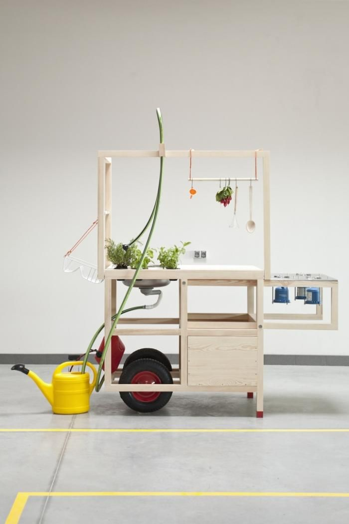 Design on the go: Mobile Hospitality completely folds into two compact wheelbarrow-like units.