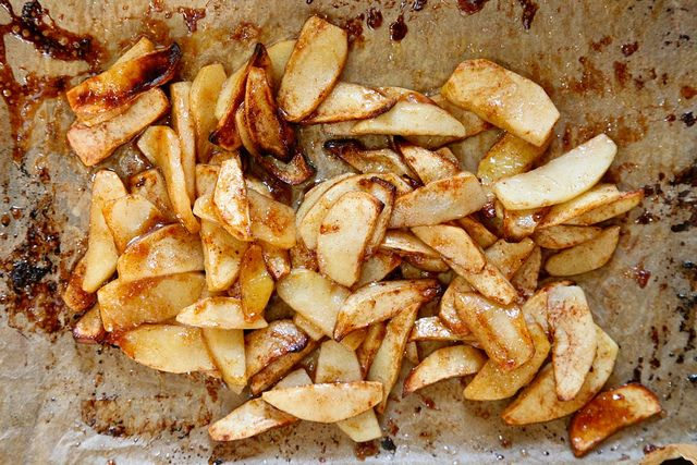 Super Simple Roasted Apple - top it on ice cream, pancakes, oatmeal, quinoa, you get the picture