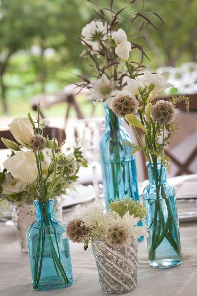 Arranjos de flores em azul Tiffany: Tons pastéis, brancos e terra combinam perfeitamente com o azul Tiffany.