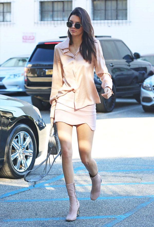 Monocromático por Kendall Jenner. É só trocar a bota por uma sandália ou sapatinha e look está pronto para o clima tropical brasileiro.