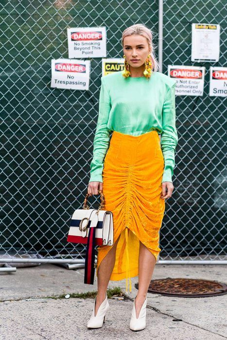 Street Fashion New York Urban Chic, Street Outfit, Street Wear, Trendy Fashion, Girl Fashion, Verde Neon, Moda Do Momento, Retro Outfits, Fashion Stylist