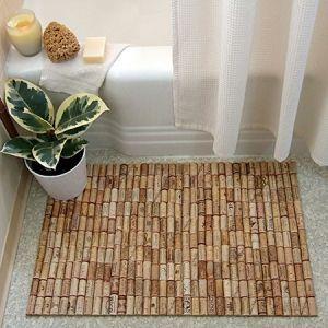 Стильный коврик из винных пробок в ванную
