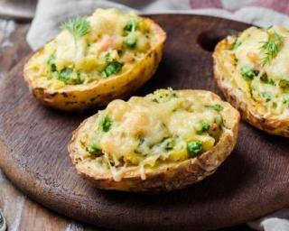 Pomme de terre farcie au saumon fumé, petits pois et parmesan : Savoureuse et équilibrée | Fourchette & Bikini
