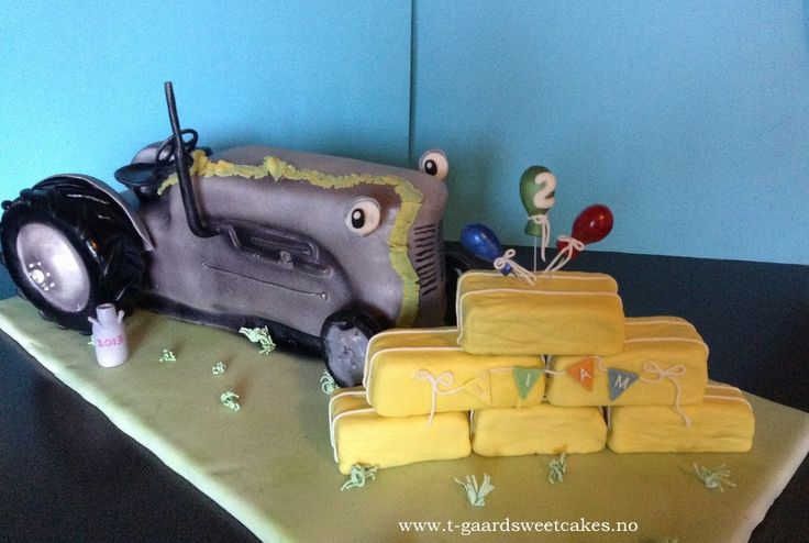 Airbrushed 3D tractor cake with Trucolor Natural colors!