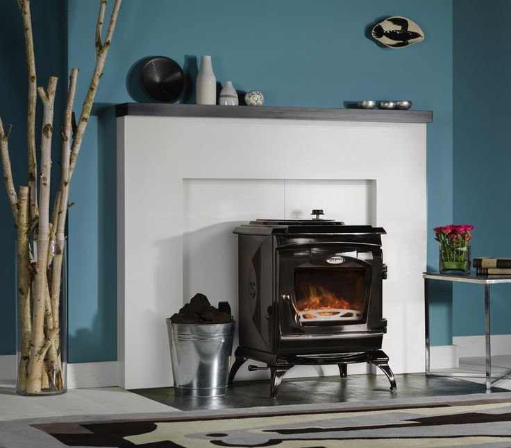 Stanley Ardmore stove - Third stove and smallest in the next generation range of stoves which include the Reginald and Lismore, the Ardmore provides a maximum of 9kW of heat output to the room, has large viewing window and high chromium grates.