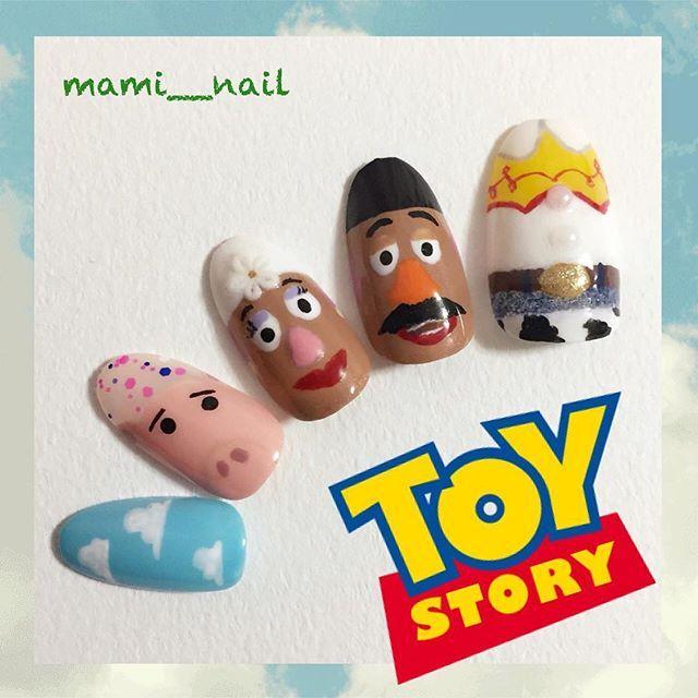 mami__nail.+* TOY STORY ネイル ② 。:+ ・ ★ ・ 前回に引き続き トイ・ストーリーの賑やかネイル✩︎ . 今回は左手(o'∀'o)…