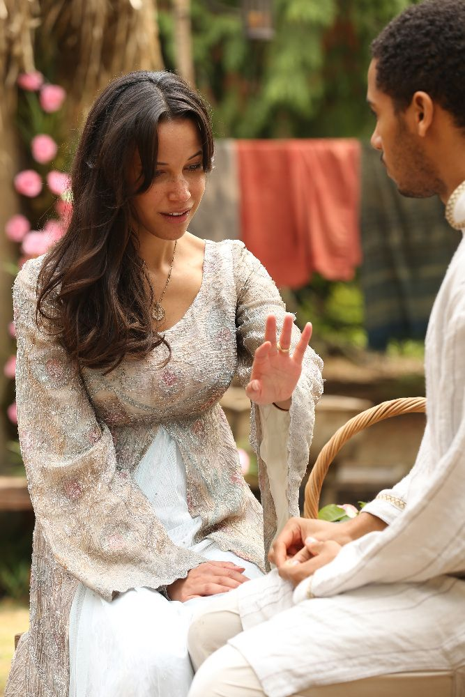 Elliot Knight And Caroline Ford In Once Upon A Time 2011