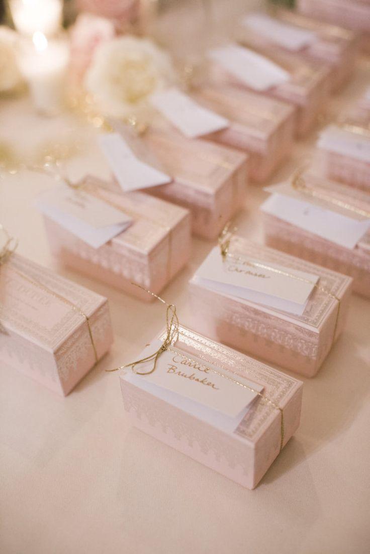 おしゃれな箱に入ったお菓子♡見た目もキュート♡ ラデュレのマカロン♡結婚式で人気の引き出物まとめ♡参考にしたいウェディング・ブライダル♪