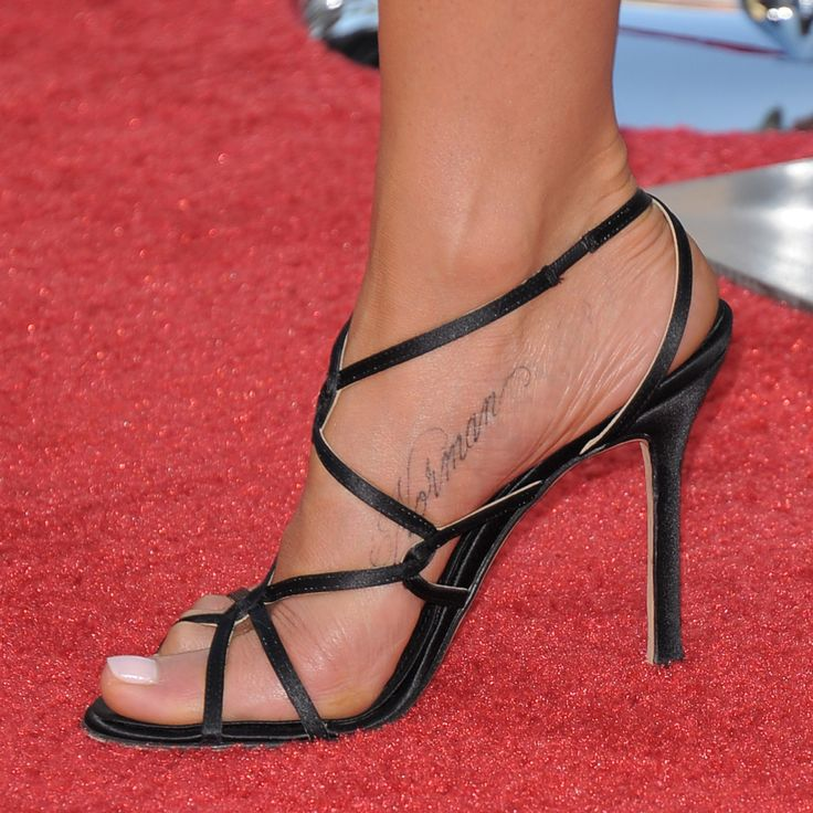 jennifer aniston high heels xoxo foot tattoos pinterest jennifer aniston high heel and. Black Bedroom Furniture Sets. Home Design Ideas