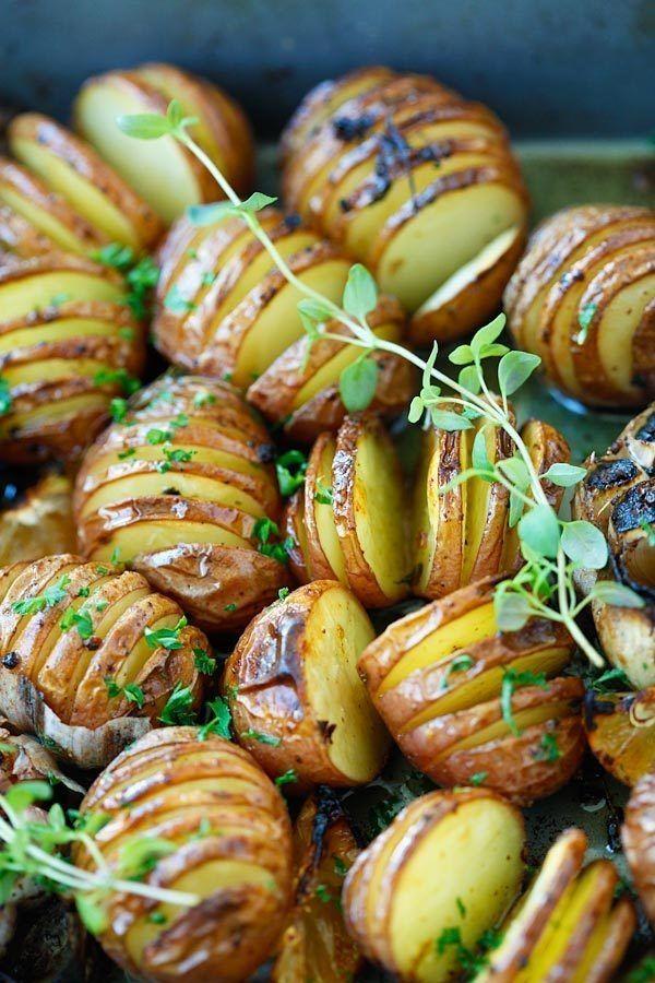 Фото к рецепту: Картофель запеченный с чесноком.