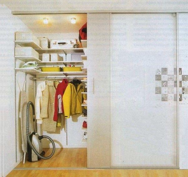 Как сделать гардеробную в малогабаритной квартире. Используем под гардеробную ниши, углы, кладовки, двухъярусные конструкции. Линейный дизайн гардеробной комнаты. Изготовление гардеробных на заказ