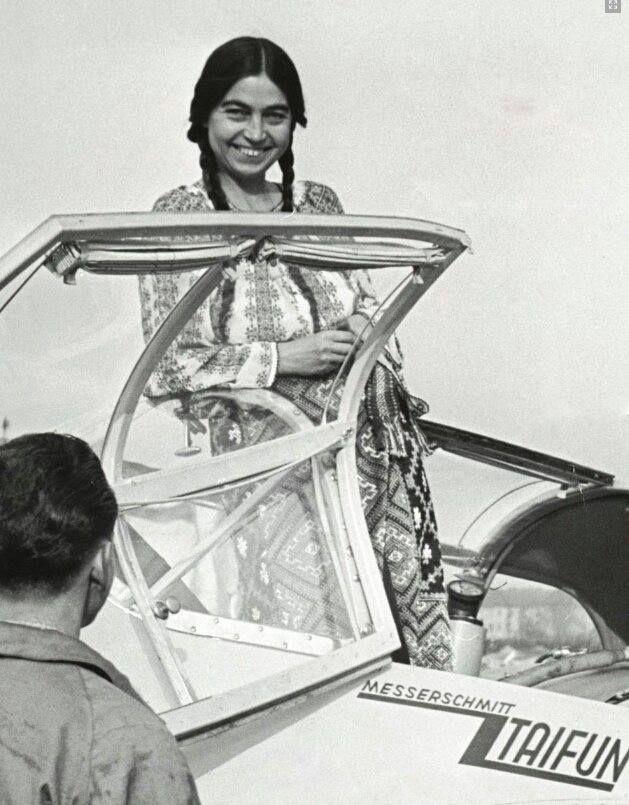 The first roman parachute jumper-Smaranda Braescu