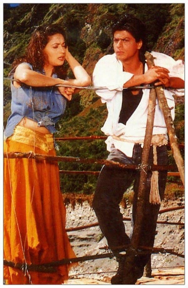 OLD-GOLD: #Koyla (1997) || @Olivia Gulino SRK @Madhuri Jain Dixit ... romantic touching moment of the film .. || #SRK @SRKFC1 pic.twitter.com/fL1IBZkkOz