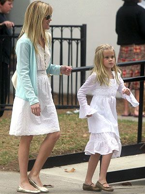 Reese Witherspoon and mini-me Ava Phillippe [mommy & me style]