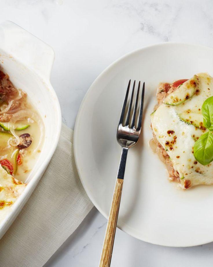 Deze lasagne van courgette met tonijn is een gezonde versie van de klassieke. Makkelijk te bereiden en heerlijk van met Italiaanse smaakmakers.
