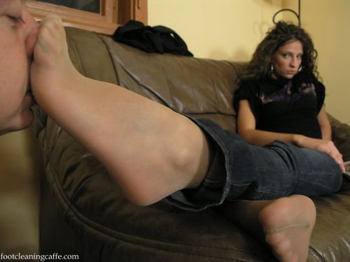 Smell pantyhose feet