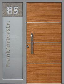 Drzwi zewnętrzne z doświetlem dostawką boczną model  490,20 w kolorze złoty dąb + szare