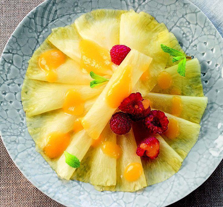 Carpaccio di ananas con salsa alla pesca