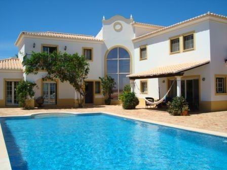Lagos villa rentals in portugal villa naresta an incredible 4 bedroom luxury holiday villa for Luxury holiday rentals ireland swimming pool