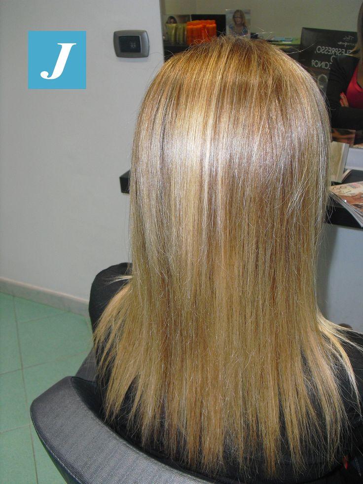 """Spotted... in salone! Ogni #biondo ha le sue tonalità da scegliere (e amare) per assecondare quella voce interiore che dice """"bionda si nasce"""", lo stile Degradè Joelle lo scegli  #bestblondes #cdj #degradejoelle #tagliopuntearia #degradé #igers #naturalshades #hair #hairstyle #haircolour #haircut #longhair #style #hairfashion #matera #matera2019 #materainside #sassimatera #zerodifettistudioacconciatori"""