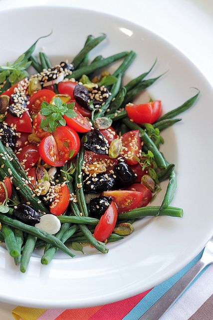 green beans, tomatoes and black olives with a sprinkling of toasted sesame seeds