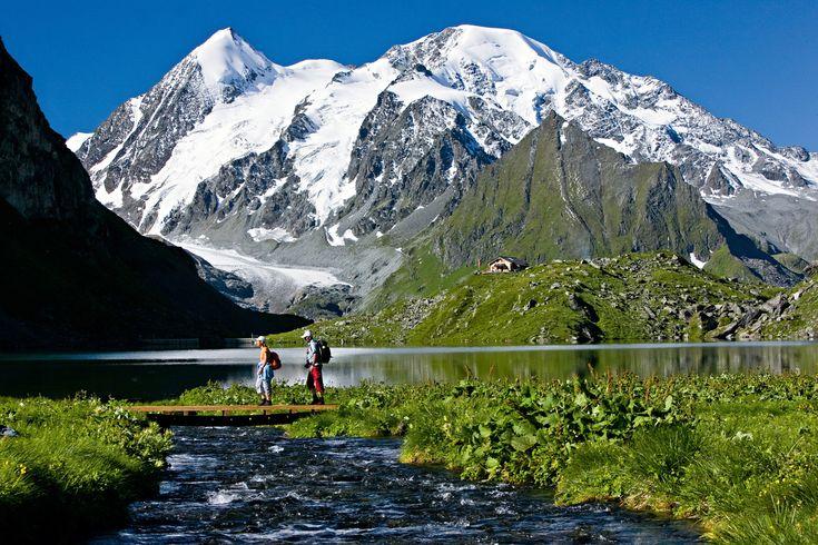 Top 10 Travel Experiences in the Alps http://bit.ly/2BIw2vU?utm_content=buffer040b3&utm_medium=social&utm_source=pinterest.com&utm_campaign=buffer