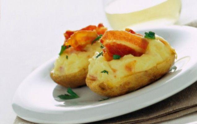Πατάτες ψητές γεμιστές με τυριά