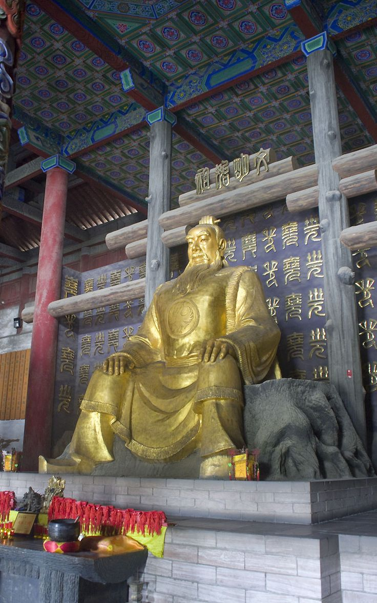 Emperor Yao statue in the Guanyun hall of the Yao temple in Linfen (Shanxi).
