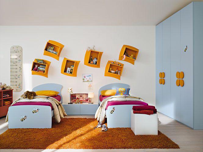 Piesele de mobilier sunt atent concepute astfel incat copilul sa beneficieze de spatiu pentru odihna, lectura, depozitare si recreere.  Compozitiile sunt realizate din materiale precum MDF, PAL si lemn masiv.