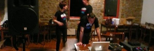 blindtest.org anime une soirée blindtest d'entreprise pour l'ARDI Rhône-Alpes, au Lac des Sapins (Cublize, 69).Une soirée très conviviale, orchestrée autour de petits sets de blindtest de 15mn entre chaque plat du diner. Et une finale plus longue, pour un total de blindtest d'environ 1h45 (35 personnes). En savoir plus sur nos animations blindtest pour entreprises: http://blindtest.org
