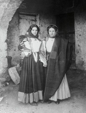 Young Peasant Women Posing Together - 1920 Sardegna