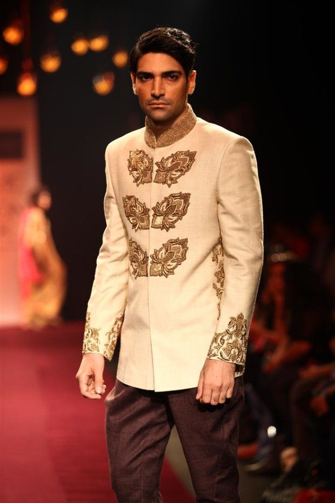 331 Best Indian Looks Men Images On Pinterest Indian Groom Wear India Fashion And Men Fashion