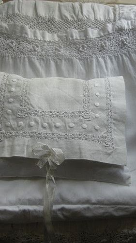 love it!Lace, Hands Sewing, Beautiful White, White Linens, Antique Linens, Beautiful Linens, Vintage Linens, Vintage Rose, Antiques Linens