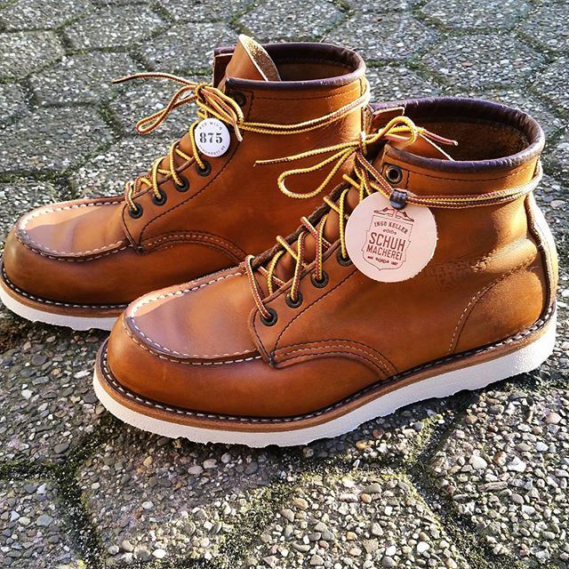 custom resoled this red wing 875 moc toe with a leather midsole, double stitching, vibram morflex sole👈#resoled #redwing #moctoe #redwingheritage #redwingboots #redwingcologne #schuhgott #myredwings #redwingshoes #redwings #redwingrepair #shoerepair #cobbler #bootshoes #bootsfreak #shoemaker #handmade #leatherwork #craftmanship
