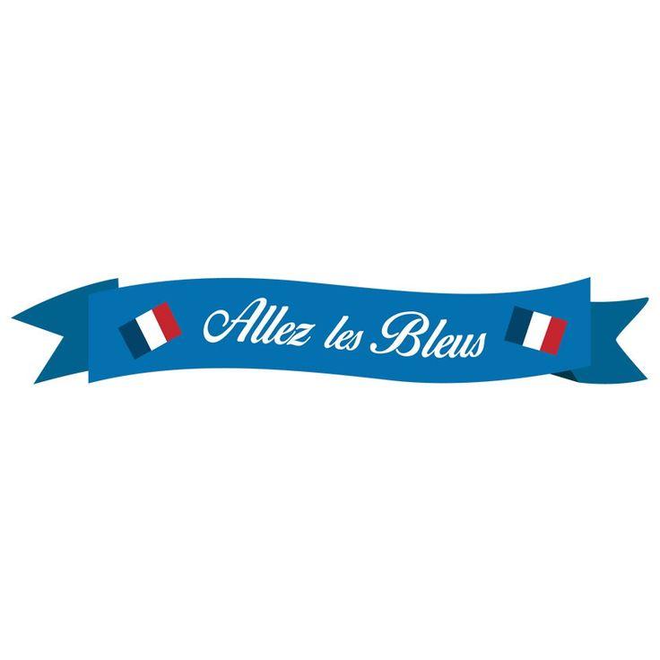 Décorez les murs de votre enfant aux couleurs de l'équipe de Francegrâce à ce sticker banderole ! Facile à installer, il ravira vos petits fans de ballon rond et leur créera un véritable décor de supporter. Tous avec les bleus !  Format : 120 x 24 cm