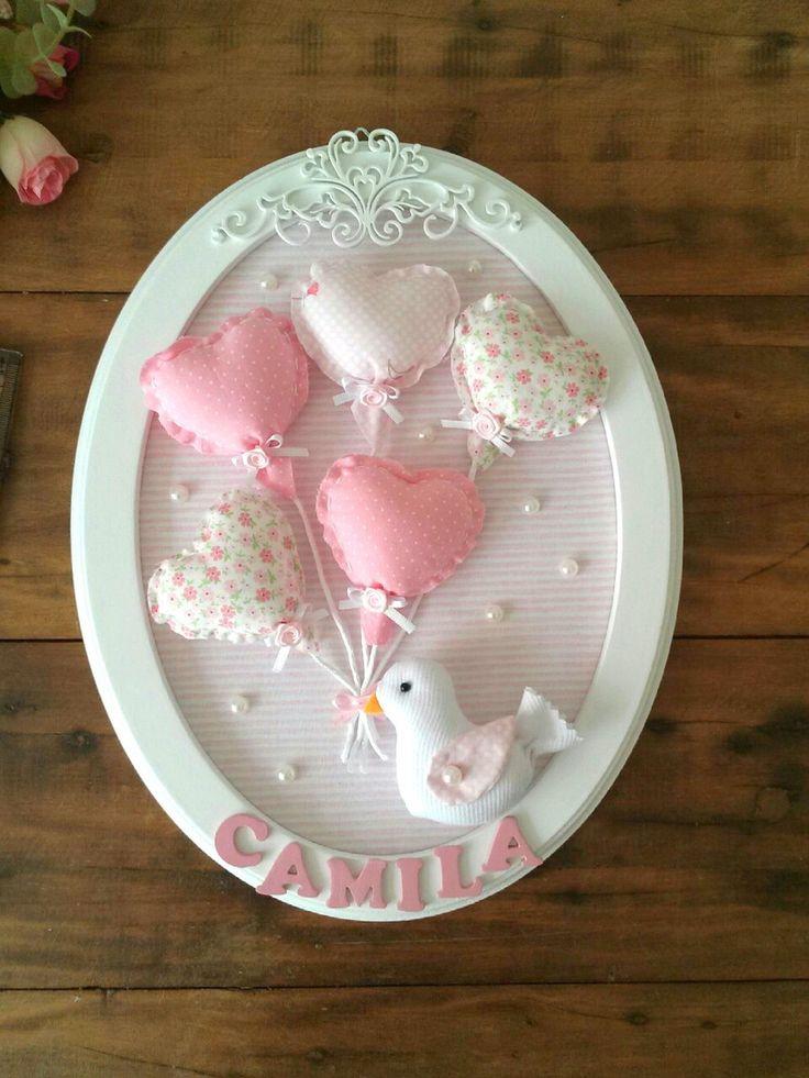 Porta maternidade oval passarinho com balões de coração, com recorte arabesco  Pode ser personalizado de acordo com o quartinho do bebê