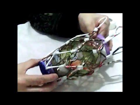 un florero, forrado de papel de hohas de revista-- vase magazine leaves - YouTube