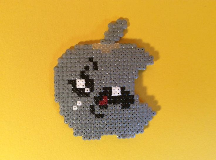 Un Imán de APPLE KAWAII echo de hama beads mini.