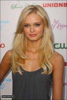 Chloe Pick: Sara Paxton as Peyton Arrington