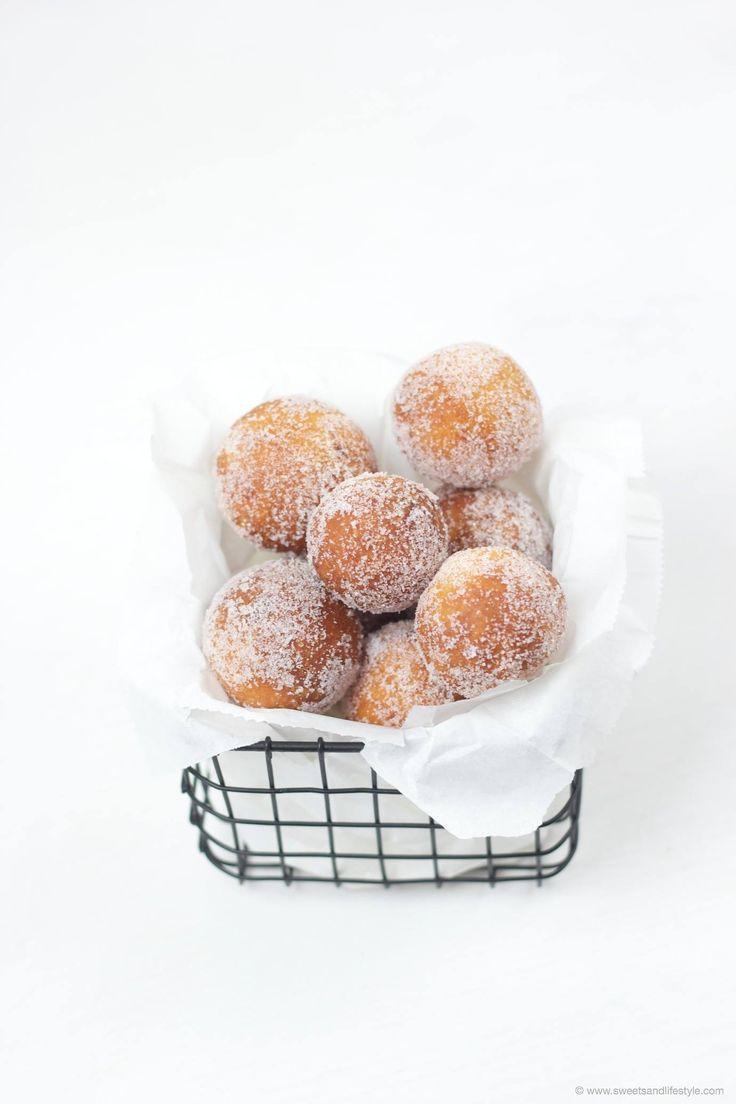Topfenbällchen Rezept Die Topfenbällchen auch Quarkbällchen und Mutzen genannt, sind ganz einfach selbst herzustellen und schmecken besser als beim Bäcker.