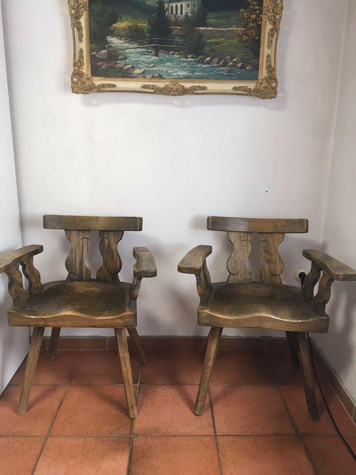 2 gemütliche alte Tiroler Bauernstühle aus Massivholz.Die ...