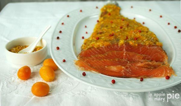 Salmone gravlax marinato nel miele di tiglio e fleur de sel alla vaniglia, con salsa di kumquat al miele di arancio di Mapi
