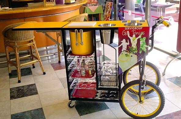Carrito móvil para ofrecer los mejores Gin Tonics // Serving trolley to provide the best gin tonics