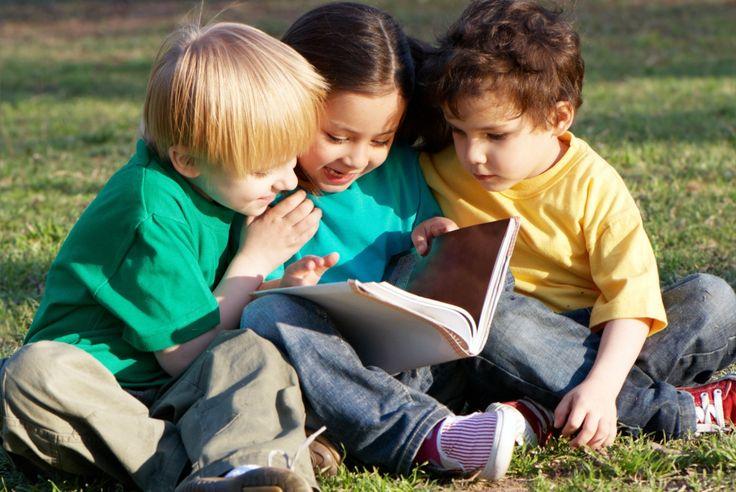 Как научить ребенка пересказывать текст? Для начала, надо понимать, что такое пересказ текста, и почему ребенку так необходим этот навык – умение пересказывать. Пересказ – это рассказ, изложенный своими словами. Пересказать текст — значит рассказать о событиях, героях, соблюдая последовательность изложения. Интересный и связный рассказ о прочитанном или услышанном с характеристикой событий или героев показывает …