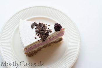 Layer Cake w/orange-chocolate mousse and blackberry mousse. Lagkage med orange-chokolade mousse og brombærmousse.